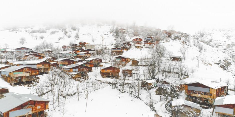 Artvin'in geleneksel köyünden içinizi ısıtacak kış manzaraları