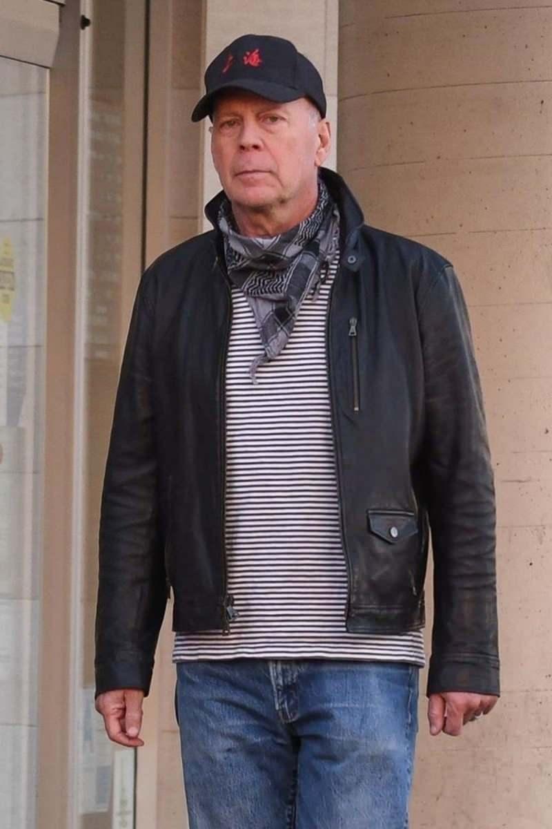 Bruce willis girdiği eczanede maske takmayı reddetti