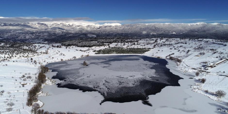 Uludağ'ın eteklerinde Gököz Gölü buz tuttu!