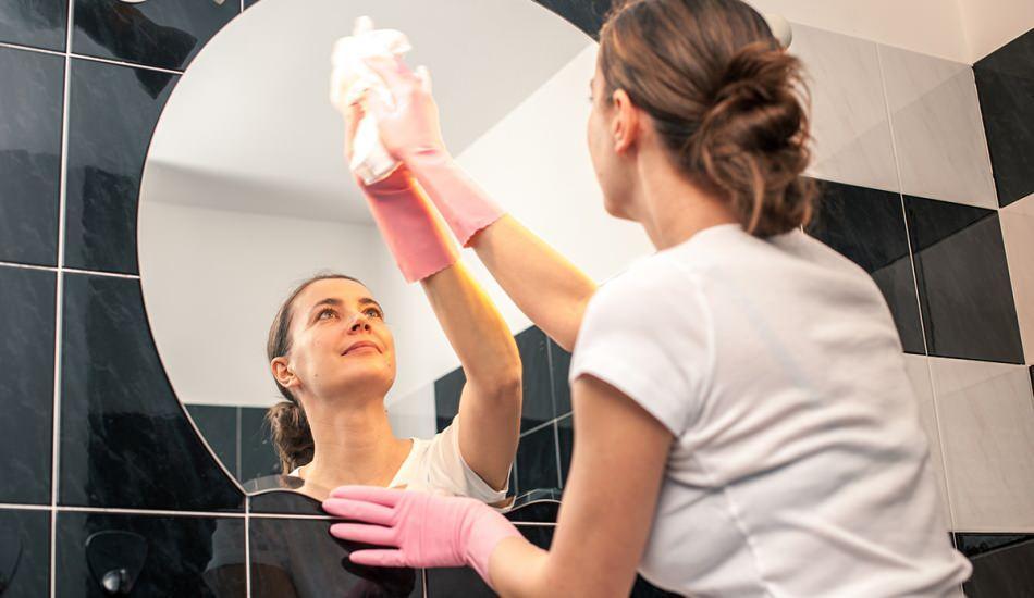Ayna temizliği nasıl yapılır? Aynadaki su lekesi nasıl çıkar Aynayı parlatmanın  püf noktası