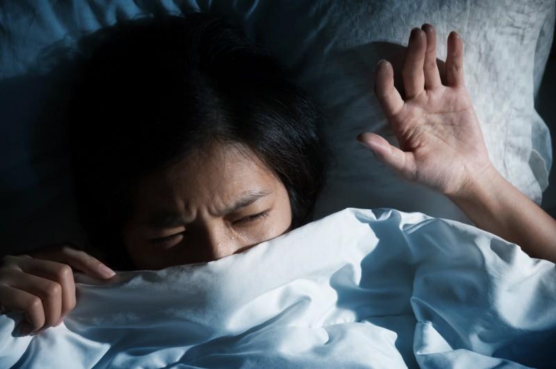 uyku felci kişinin uykudan uyanma sırasında yaşadığı fiziksel bir durumdur