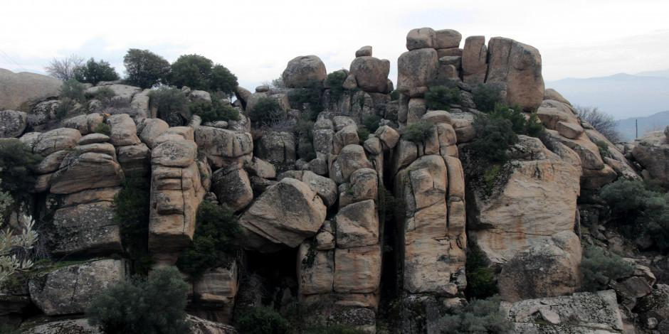 Türkiye'nin en yaşlı kayalarıyla dikkat çeken vadi