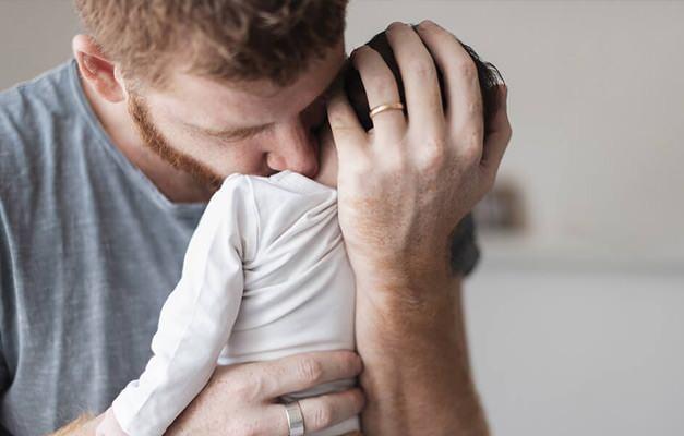 Yeni doğan bebeğe isim koyma