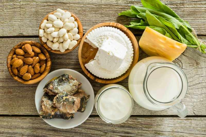 kemikler için kalsiyum içeren besinler süt ve süt ürünleridir