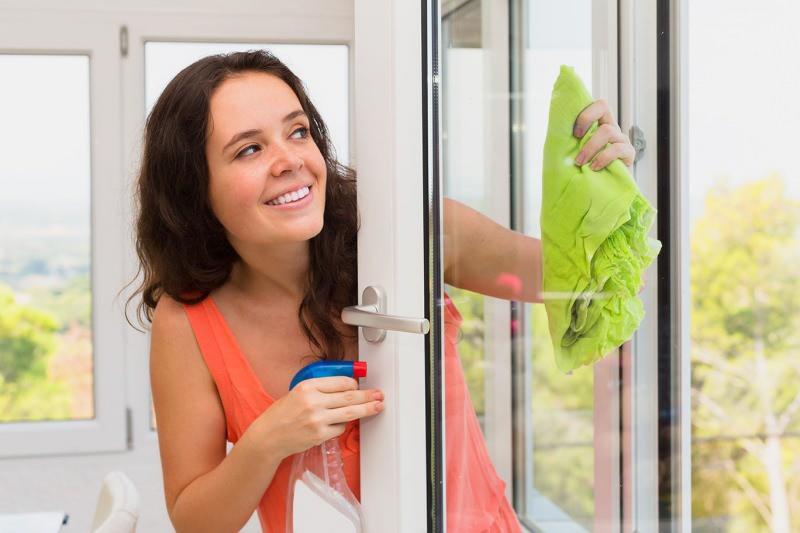 cam balkon nasıl temizlenir