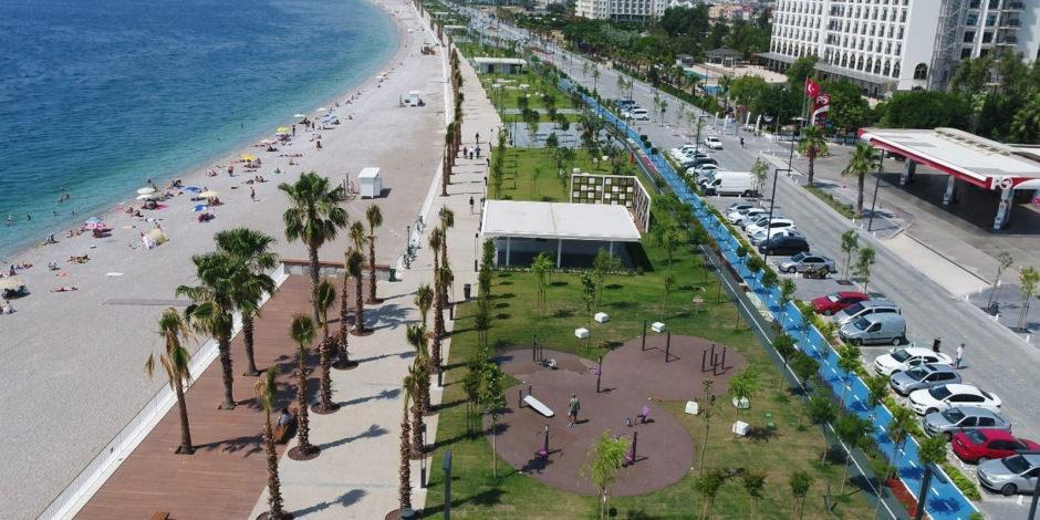 Antalya, tam kapanmada 100 bin turiste kaldı