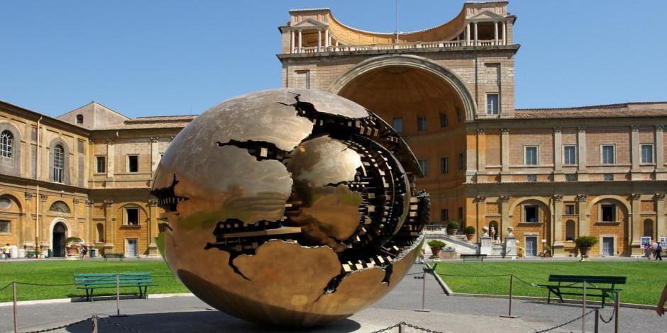 Vatikan Müzesi ziyarete açıldı