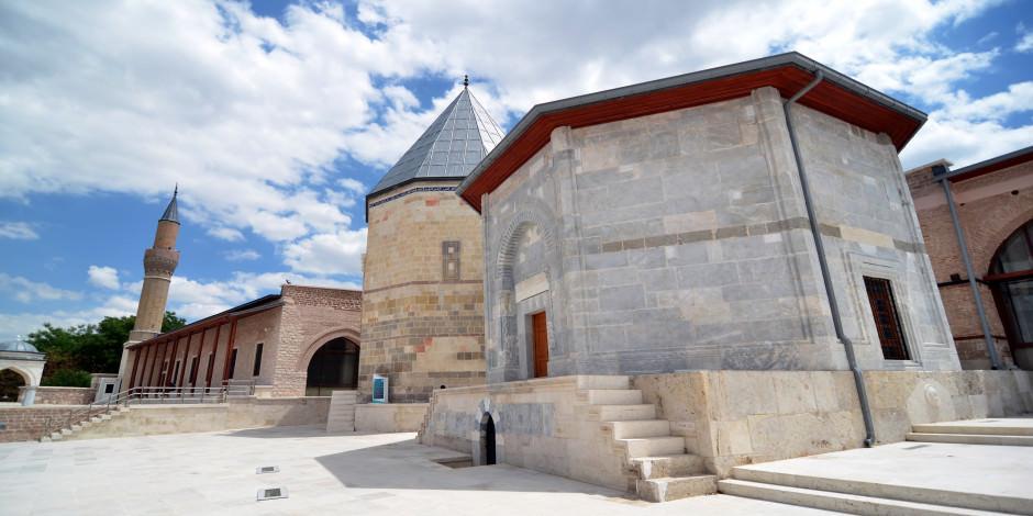 Selçuklu mimarisinin kalbi Konya'da atıyor