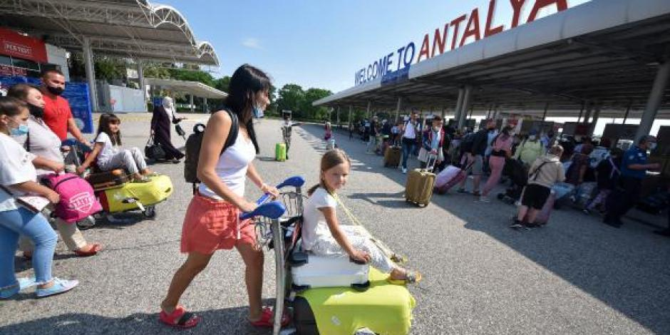 Antalya'ya gelen turist sayısı 3 milyona ulaştı