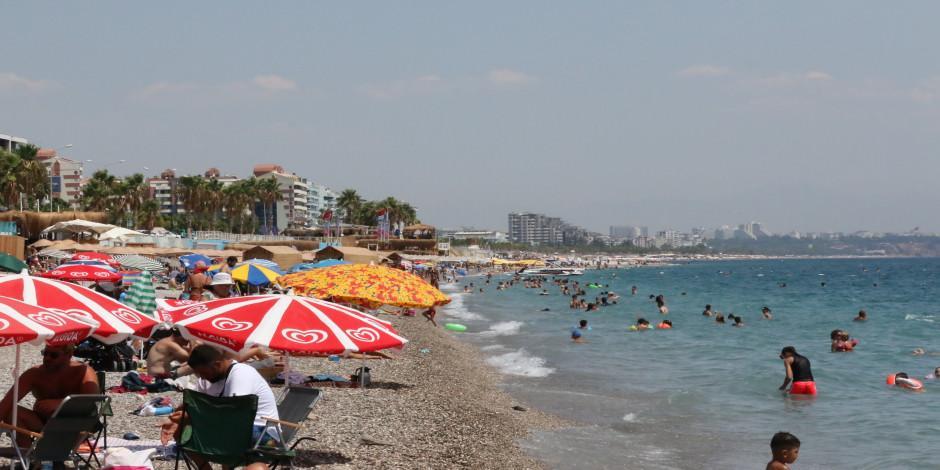 Turizm kenti Antalya'da sahiller tıklım tıklım doldu