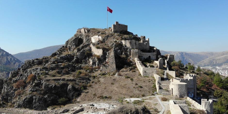 Zamana meydan okuyan 2400 yıllık surlara ziyaretçi akını var