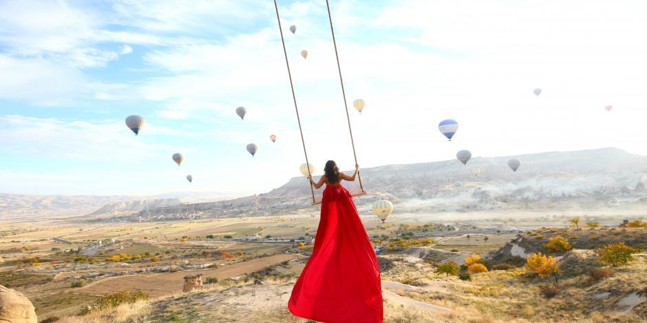 """Kapadokya'da turistlerin yeni tutkusu """"vinçte salıncak"""""""