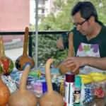 Fizik profesörü Hatay'da yetiştirdiği su kabaklarını sanat eserine dönüştürüyor!