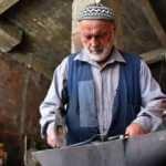78 yaşındaki Salih usta 5 kuşaktır süren aile mesleği demirciliği sürdürüyor