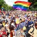 Macaristan'da eşcinsellere yönelik tasarı yasalaştı