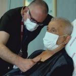 81 yaşındaki hasta ameliyattan kaçtı, doktoru imkansızı başardı!