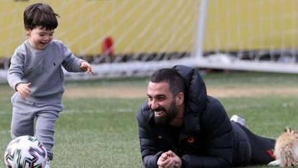 Galatasaray idmanında sürpriz konuk! Arda Turan, oğlu Hamza Arda Turan ile...