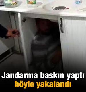 Kumar baskınında mutfak dolabında yakalandı